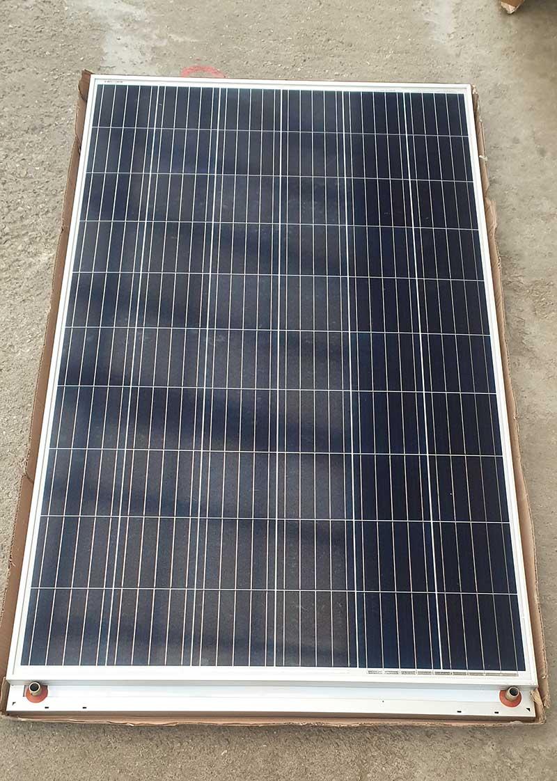 Panou solar hibrid - produce energie electrica (270W) si termica (apa calda menajera) simultan